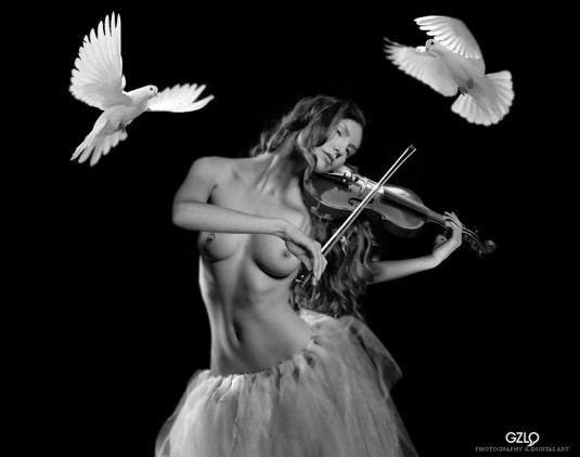Art Work: Gonzalo Villar – Photo: Dimitry Minein – Model : Kristina Yakimova